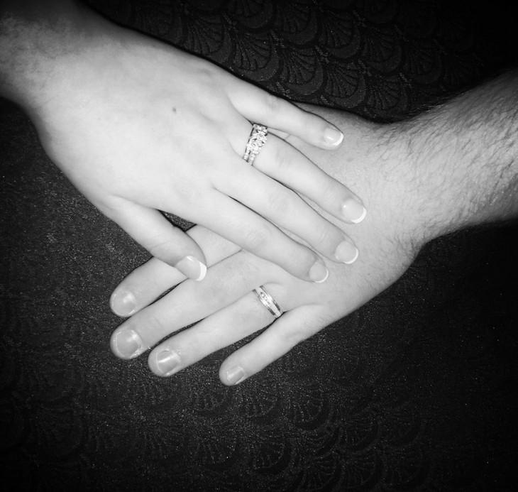 anillos de boda de la pareja