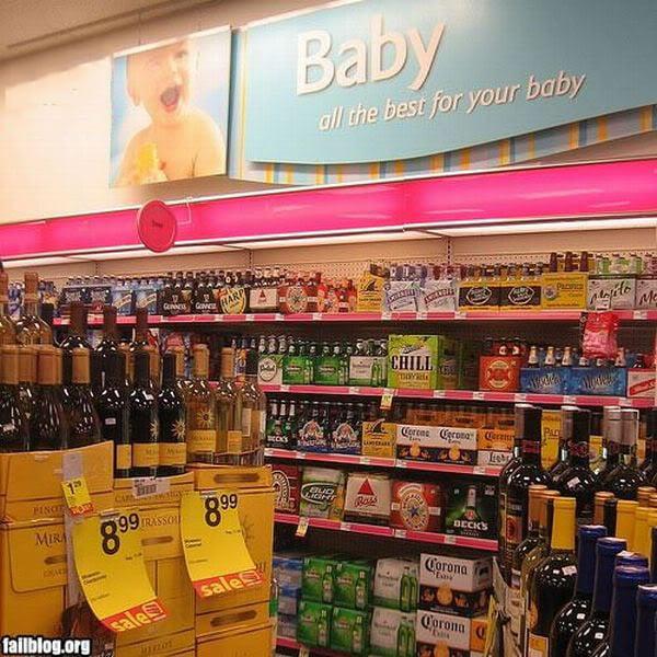 Vinos y licores en el área de bebés en el centro comercial