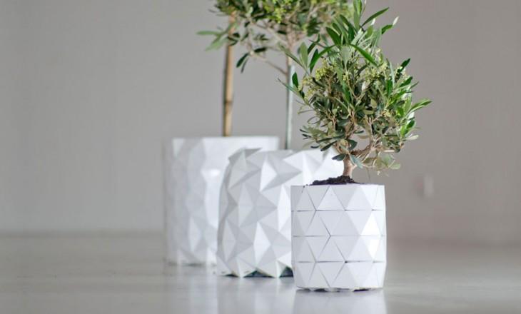 pequeña planta en una pequeña maceta que parece origami