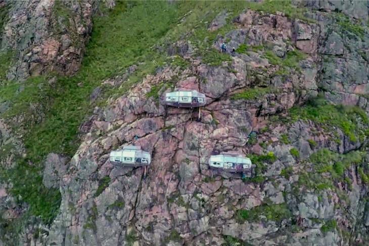 Habitaciones sobre un acantilado a 122 metros de altura en Perú
