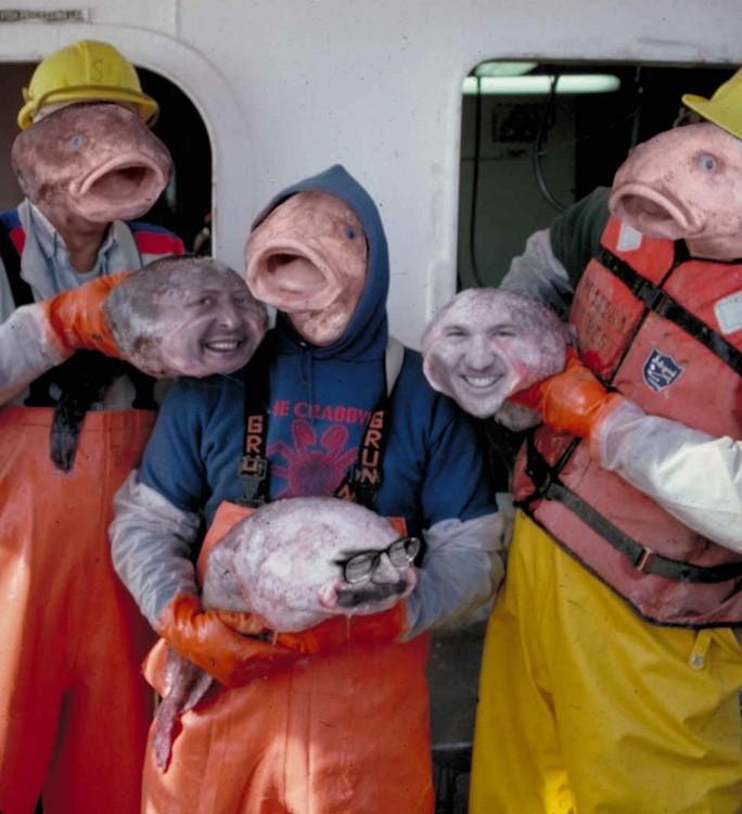 Hombres con cara y cabeza de pez