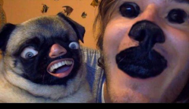 Chico con cara de perro pug