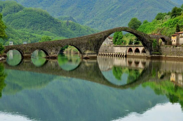 Ponte Della Maddalena, Borgo A Mozzano, Italia