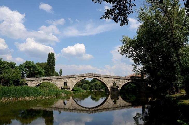 Puente Kadin en Nevestino, Kuistendil, Bulgaria