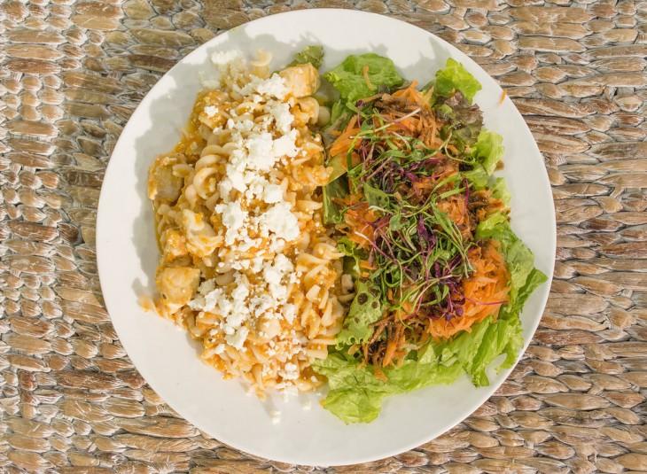 Platillo con comida saludable hecho a base de verduras