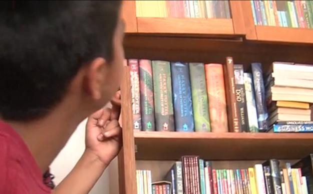 Niño que pidió libros a un cartero
