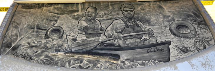 hombres sobre una lancha en un parabrisas