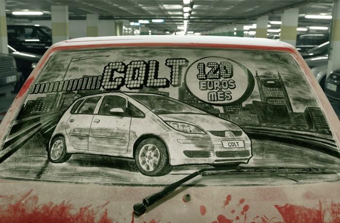 dibujo de un coche del año en el parabrisas sucio