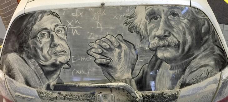 Albert Einstein dibujado en la parte trasera sucia de un parabrisas