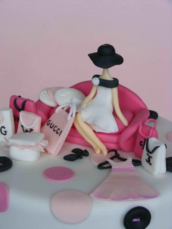 pastel de una figura sentada en un sillón