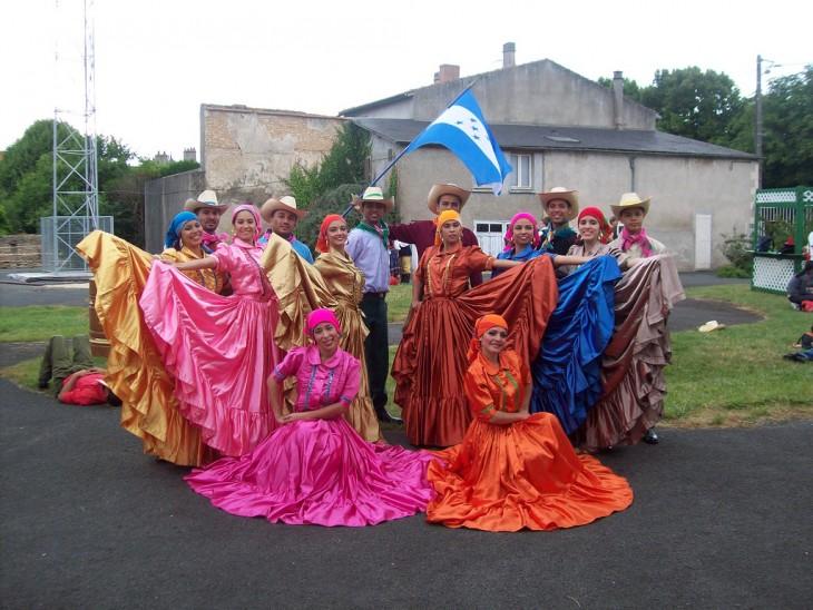 Grupo de danza Folklorica en los festivales de Saintes, Rodez, Port Du Salad, Córcega y Pau Francia