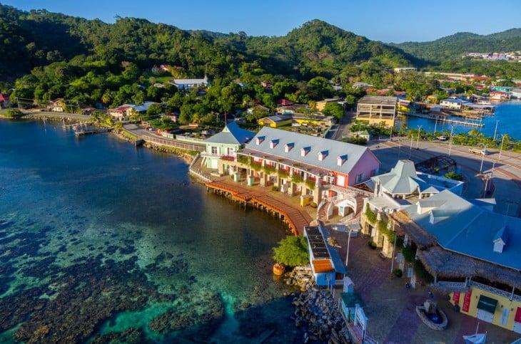 Orilla de la Isla Roatán, Honduras