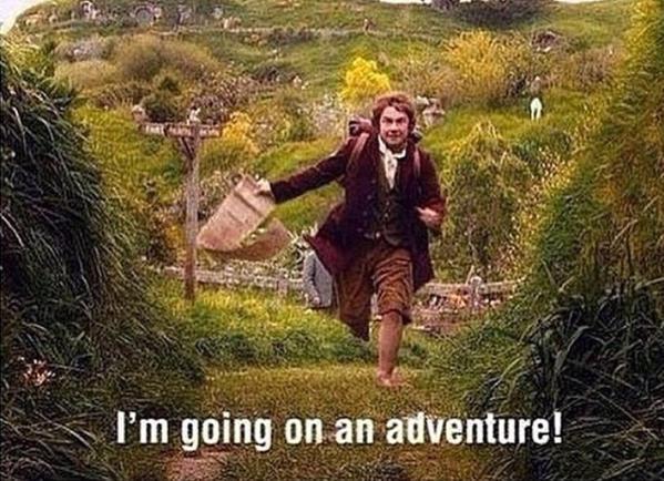 Meme de la escena de una película donde un chico va corriendo por un camino