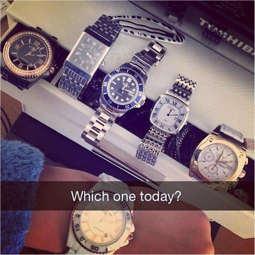Fotografía de un estuche con varios relojes costosos