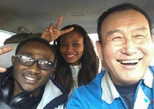 Selfies con el Tío Teng, el taxista en China se toma selfies con sus pasajeros