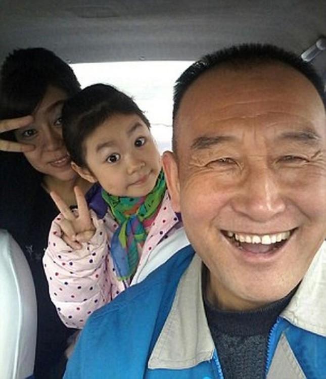 Tío Teng, el taxista en China se toma selfies con sus pasajeros