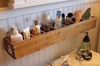 organizador de artículos de baño hecho de madera