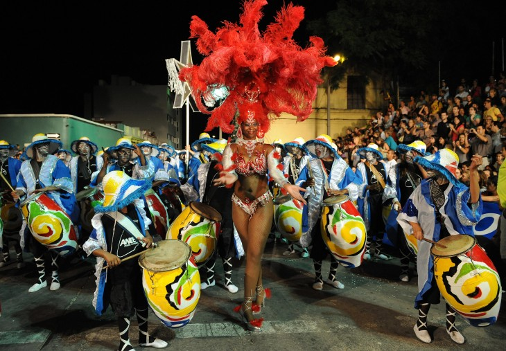 El carnaval de uruguay dura 40 días