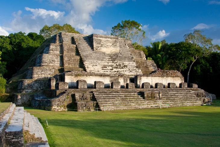 Templo al dios del sol maya