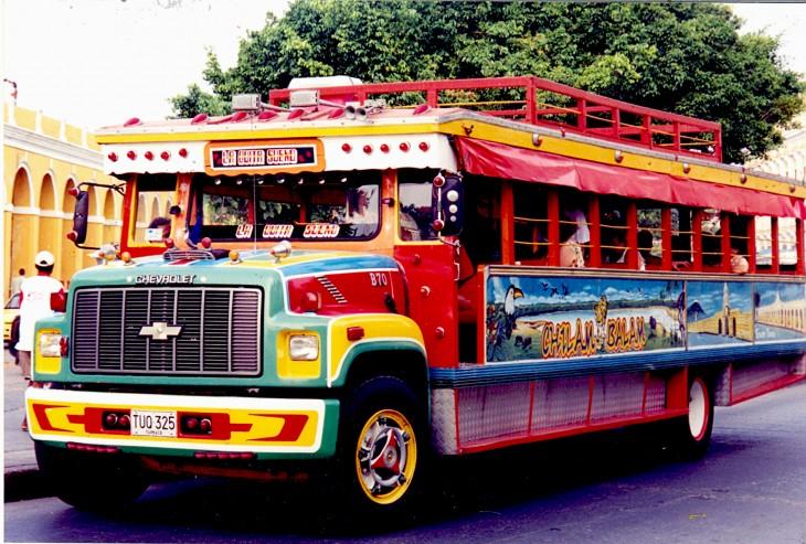Chiva Transporte público característico de Colombia.