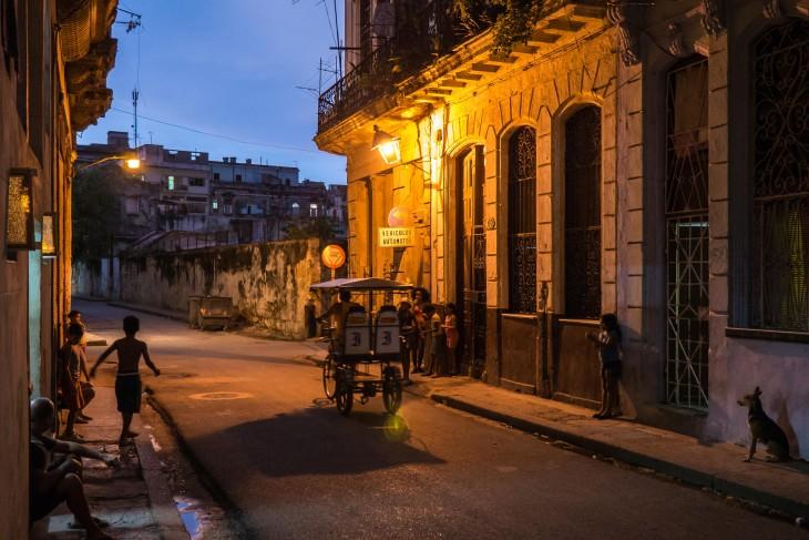peculiar calle de la vieja habana