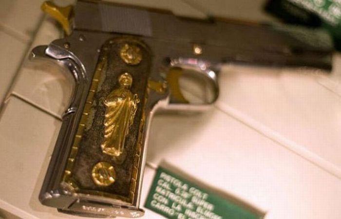 pistola de los caballeros templarios con el santo de San Judas tadeo