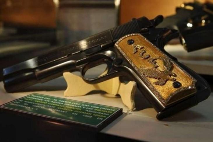 Pistola perteneciente a Joaquin el chapo guzman incautada en 1993