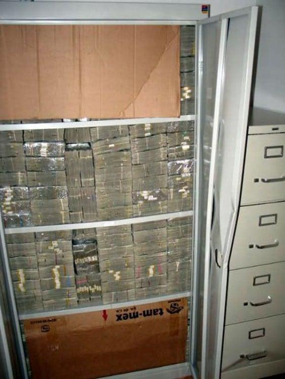 dinero encontrado en la casa de los templarios incrustados en la pared