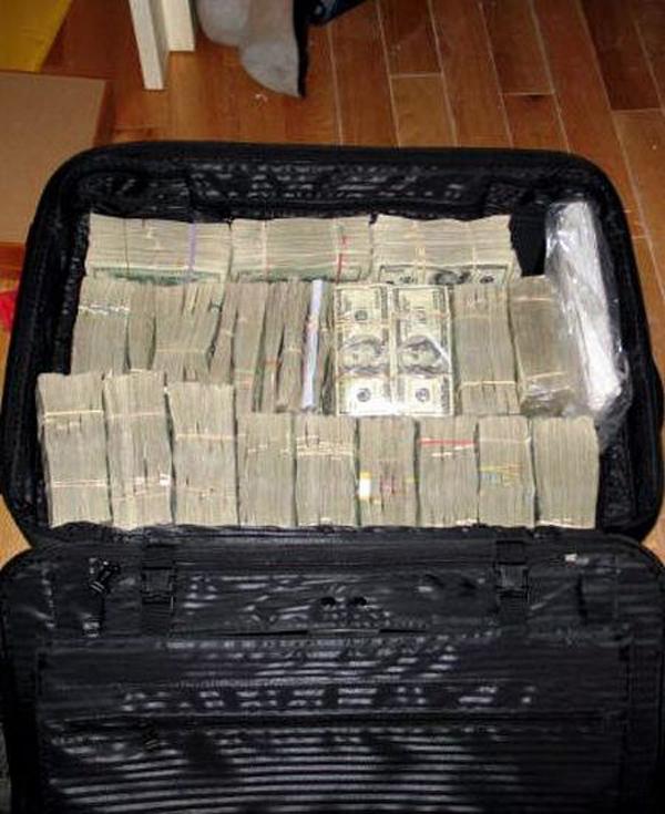 dinero de los templarios encontrados en la maletas