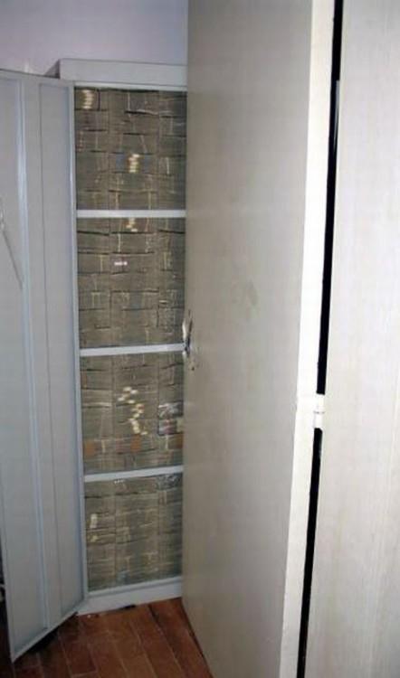 dinero guardado en un armario de la mansion de los caballeros templarios