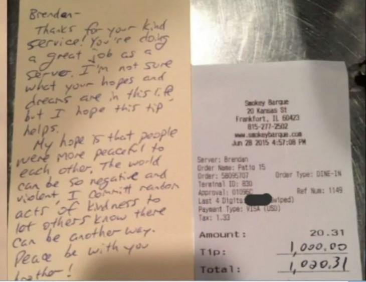 nota que le dejaron al mesero que recibió mil dólares de propina por su buen servicio y amabilidad