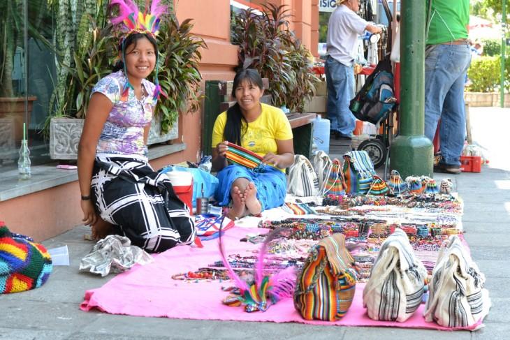 mujeres guarani en paraguay