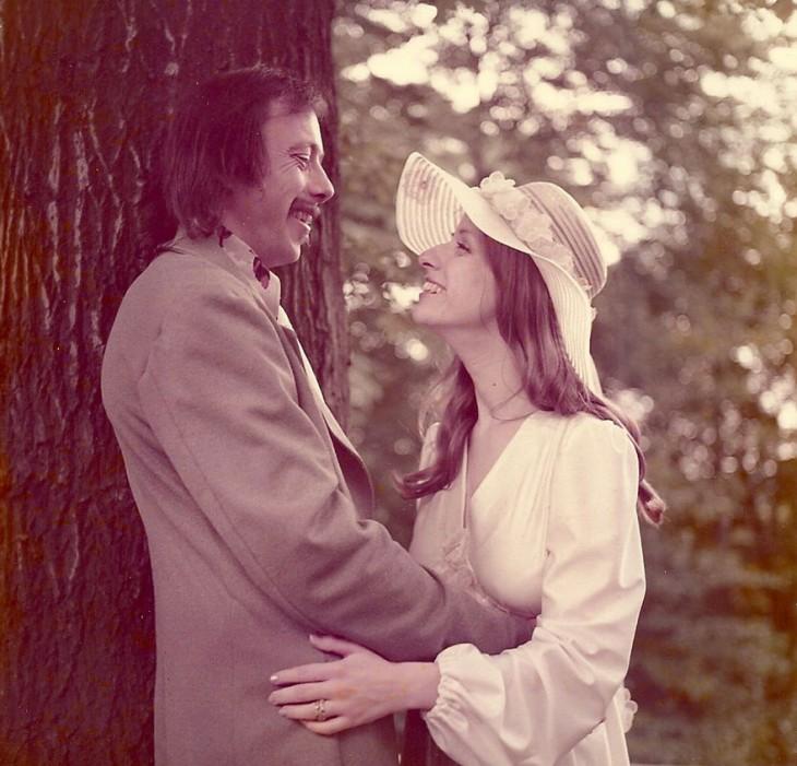 pareja celebra 40 aniversario 1975