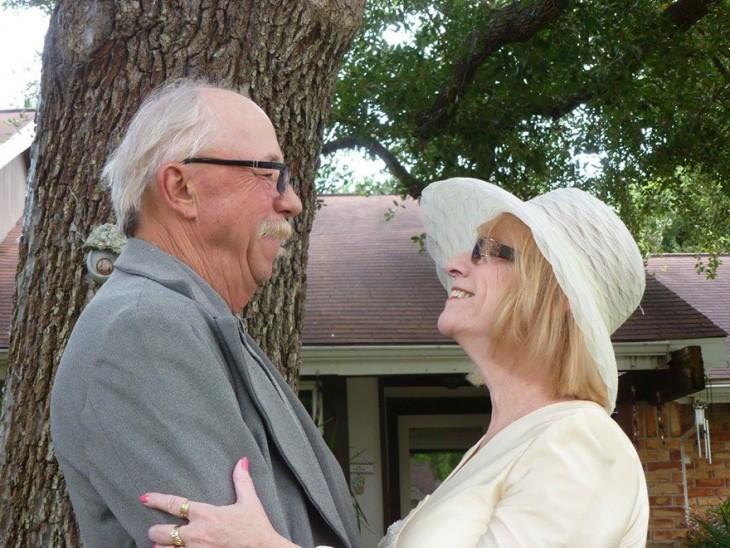 pareja celebra 40 aniversario 2015