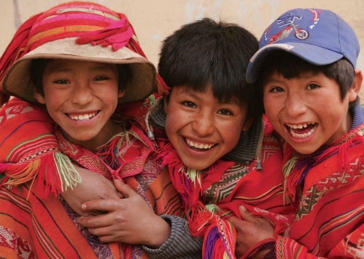 niños peruanos felices
