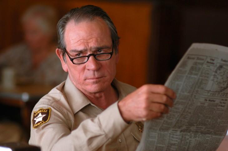 hombre leyendo el periodico con una vista dequete importa lo que pienso