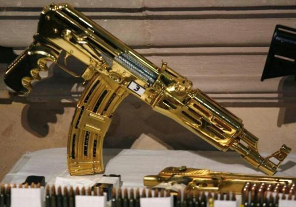 ametralladora de oro perteneciente al narco