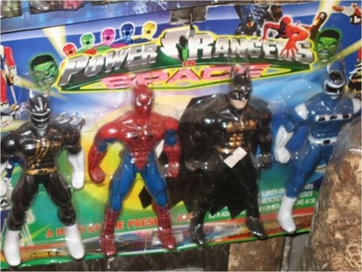 EMPAQUE DE POWER RANGERS PERO CON MUÑECOS MARVEL