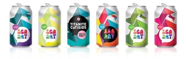 latas de refresco con arte abstracto