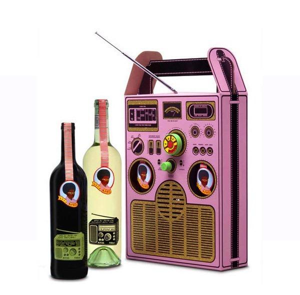 empaque en forma de grabadora con vino