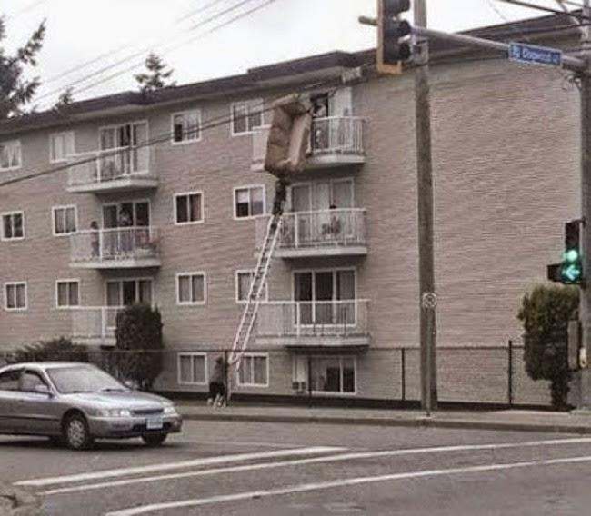 Una manera muy practica de bajar el sofa