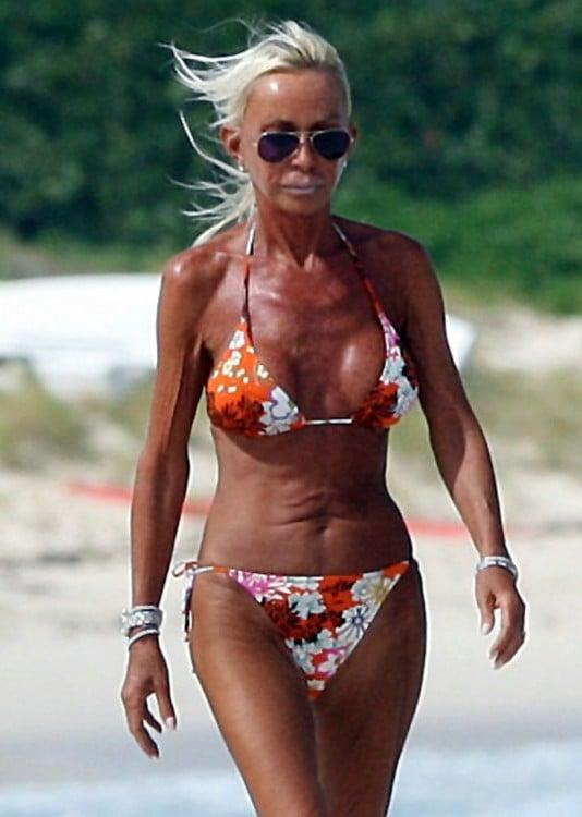 Mujer en exceso bronceada