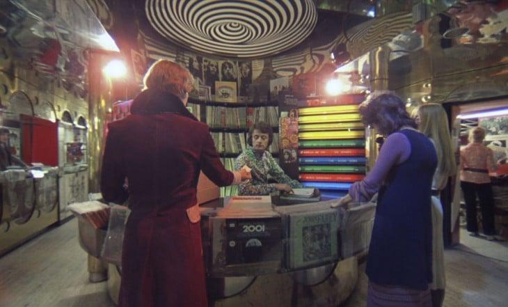 escena de la naranja mecanica donde aparece la odisea 2001 en el espacio de star wars