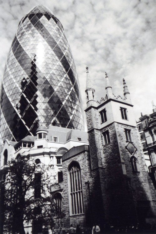 Fotografía de dos edificios de Londres