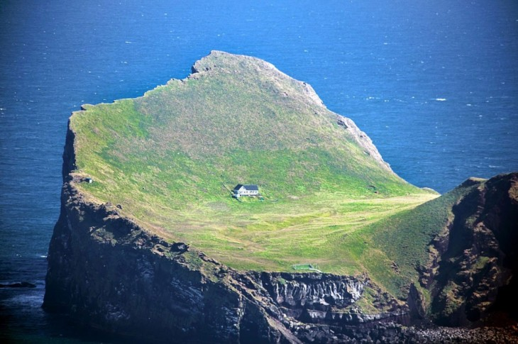 Casa ubicada en Ellioaey en las Islas Westman al sur de Islandia
