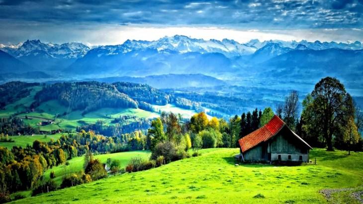Paisaje con áreas verde y una casa en medio de la naturaleza