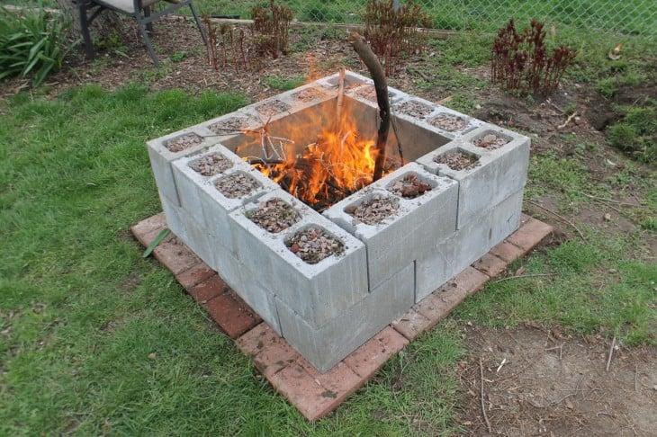 Fogata hecha con bloques de cemento