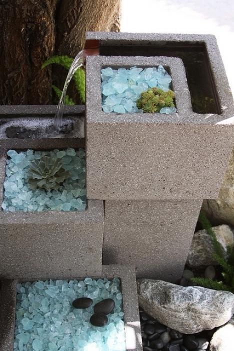 Fuente de agua hecha con bloques de cemento