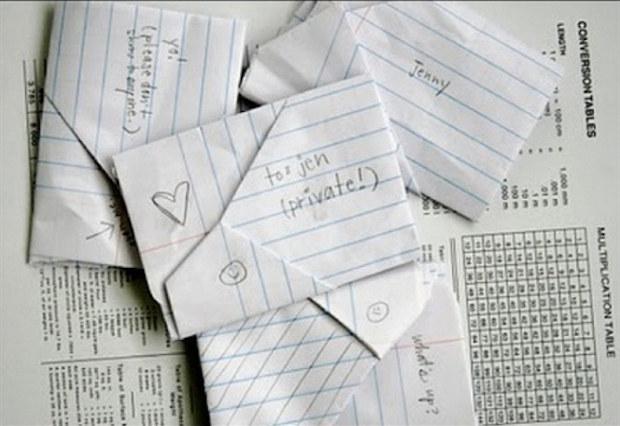 Fotografías de unas cartas hechas en papel