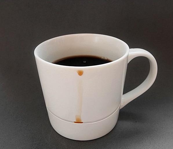 Taza de café que cacha todos los derrames de café